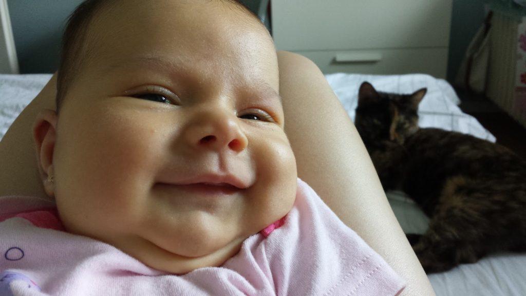 Silvia bebe si pisica